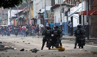 Krize ve Venezuele pokračuje sporem o humanitární pomoc