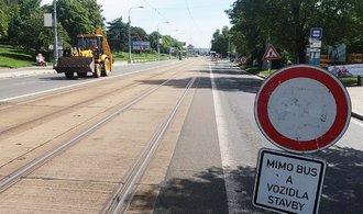 Úspory ze státního rozpočtu padnou na opravy silnic a slevy jízdného, řekl Babiš