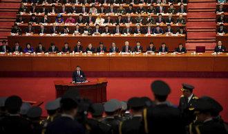 Čína chce restrukturalizovat armádu a zlepšit životní prostředí. Spekuluje se i o obnovení místa předsedy strany
