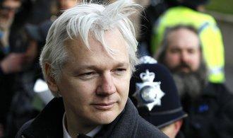 Ekvádor Assangeovi částečně obnovil přístup k internetu
