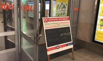 Část linky metra A stojí, ve stanici Bořislavka došlo k průsaku vody