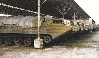 Pestrý vozový park české armády. Podívejte se, jaká technika s koly či pásy jí slouží