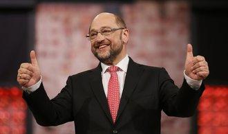 Schulz chce větší rovnost. Merkelová mu ale v průzkumech utíká