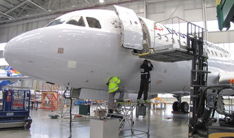 Polovinu Strnadovy opravny letadel ovládnou slovenští miliardáři