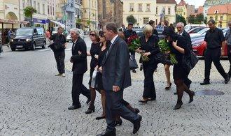 Pohřeb českého vojáka Martina Marcina začal přeletem letounů Gripen