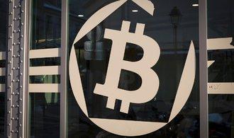 Cena bitcoinu je nejstabilnější za více než rok, počty plateb přesto klesají