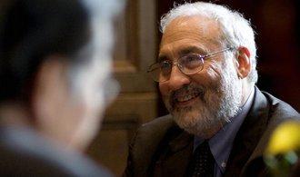 Čína je pro obchodní válku v lepší kondici než USA, tvrdí nobelista Stiglitz