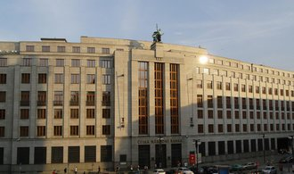 Díky intervencím stouply ČNB rezervy o víc jak třetinu na 2 biliony korun