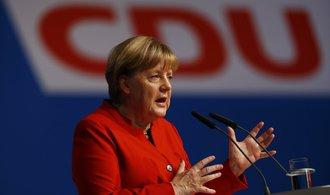 Merkelová zůstává v čele CDU, dostala téměř 90 procent hlasů