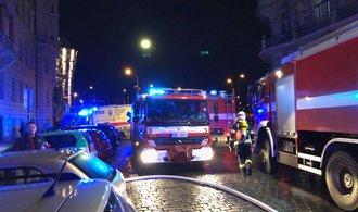 Požár v pražském hotelu si vyžádal dva mrtvé a další zraněné