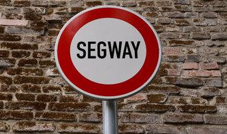 Zákaz na segwaye začíná, nesmí do historického jádra Prahy