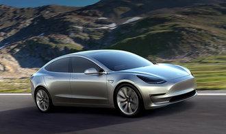 Tesla se poprv� dostala do zisku, ve �tvrtlet� vyd�lala p�l miliardy