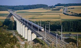 Francouzský projektant Egis byl vyřazen ze hry o výstavbu rychlostní trati. Je to spiknutí, zlobí se