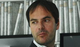 Řekové osekali českým miliardářům zisk ze sázkové společnosti OPAP