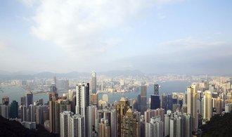 Číně a Hongkongu poprvé za téměř 30 let klesl úvěrový rating