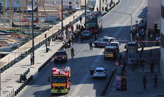Další útoky? Ve francouzském Marseille najelo auto do zastávek. Nejméně jeden člověk zemřel