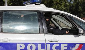 Francouzská policie zastřelila ozbrojence, který držel rukojmí v supermarketu