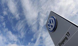 Volkswagen zastropoval platy a odměny nejvyšších manažerů. Chce předejít kritice