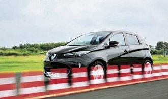 Automobilky experimentují s neobvyklými kampaněmi. Renault píše romány, Hyundai přejel Antarktidu