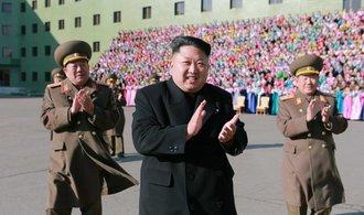 Kim Čong-un utrácí stamiliony dolarů KLDR za nové sousoší diktátorů. Stát bude na nejvyšší hoře