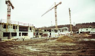 Pražští developeři narazili na strop, lidé kvůli drahotě přestávají kupovat nové byty