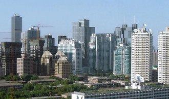 Číně hrozí zhoršení ratingu kvůli zadlužení. Zveličujete naše potíže, kontrují Asiaté