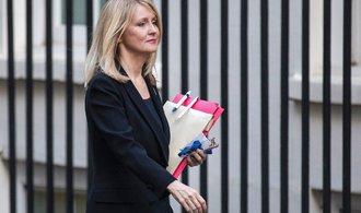 Další rezignace. V britské vládě končí kvůli podmínkám odchodu z EU i ministryně práce
