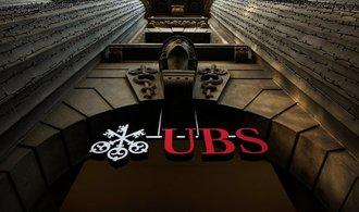 UBS klesl zisk o v�ce ne� 60 procent. Nejv�t�� �v�carsk� banka vin� ekonomickou nejistotu a politick� nap�t�