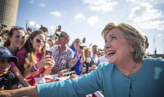 Miliony Ameri�an� u� odevzdaly hlas ve volb�ch, Clintonov� vede i v republik�nsk�ch st�tech