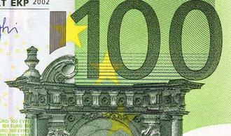 Euro vystoupilo na roční maximum k dolaru
