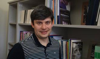Do politiky v Česku chodí lidé bez vzdělání a schopností, říká ke kauze plagiátů politolog Lebeda