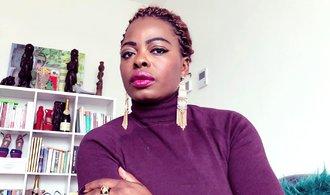 Až Francie přestane drancovat Afriku, sníží se migrace do Evropy, říká kamerunská novinářka Bebe