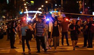 Střelec v Torontu zabil dva lidi a dalších třináct zranil
