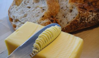 Češi našli náhradu za zdražující máslo, houfně začali skupovat margarín