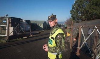 Policie podala návrh na obžalobu osmi lidí za krádež zbraní v muničním skladu ve Vrběticích