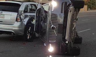 Bezpilotní auto Uberu havarovalo, společnost pozastavila program vývoje