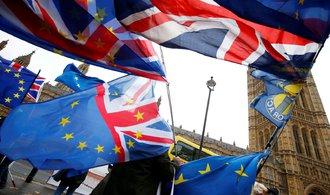 Hlavní hybatelé akciových trhů? Brexit a hrozba obchodní války USA s Čínou, míní analytici