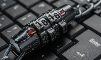 Analytik upozornil na dosud největší únik e-mailů a hesel