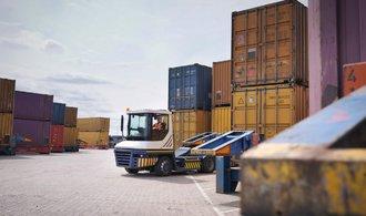 Rekordní vývoz Česko letos nezopakuje. Srazí ho silná koruna a růst mezd, tvrdí exportéři
