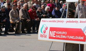 Úřad nutí KSČM ke změně banky. Současný volební účet strany není transparentní