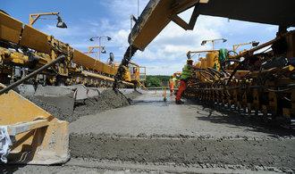 Česko se v čerpání dotací zlepšuje, málo peněz však putuje do výstavby dálnic