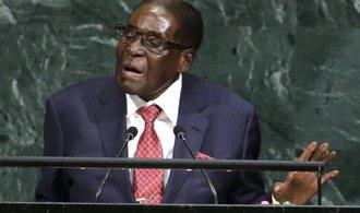 Mugabe rezignuje na post prezidenta Zimbabwe. Výměnou vyjednal imunitu pro sebe a svou ženu