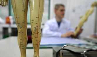České zdravotnictví otevírá náruč čínské medicíně