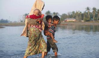 Bangladéš jedná o návratu Rohingů, z domovů jich uteklo přes 600 tisíc