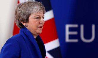 ONLINE: Poslanci odmítli brexitovou dohodu drtivou většinou