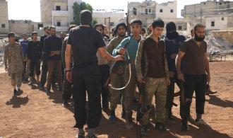 V syrsk�m Halabu se povstalci sna�� vymanit z obkl��en�, p�i jejich ofenziv� um�raj� i d�ti