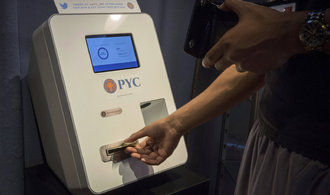 Prázdné bankomaty, astronomické poplatky. Čtěte, jak kupovat bitcoin v době kryptománie