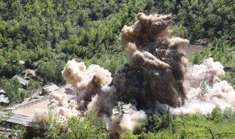 OBRAZEM: Severní Korea demonstrativně zničila středisko pro testy jaderných zbraní