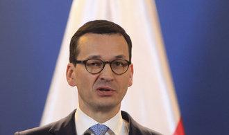 Výroky o holokaustu hýbají Polskem, premiér Morawiecki za něj připsal odpovědnost Židům