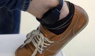 Elektronické náramky pro vězně jdou do ostrého provozu. Kontrolují už třicet odsouzených